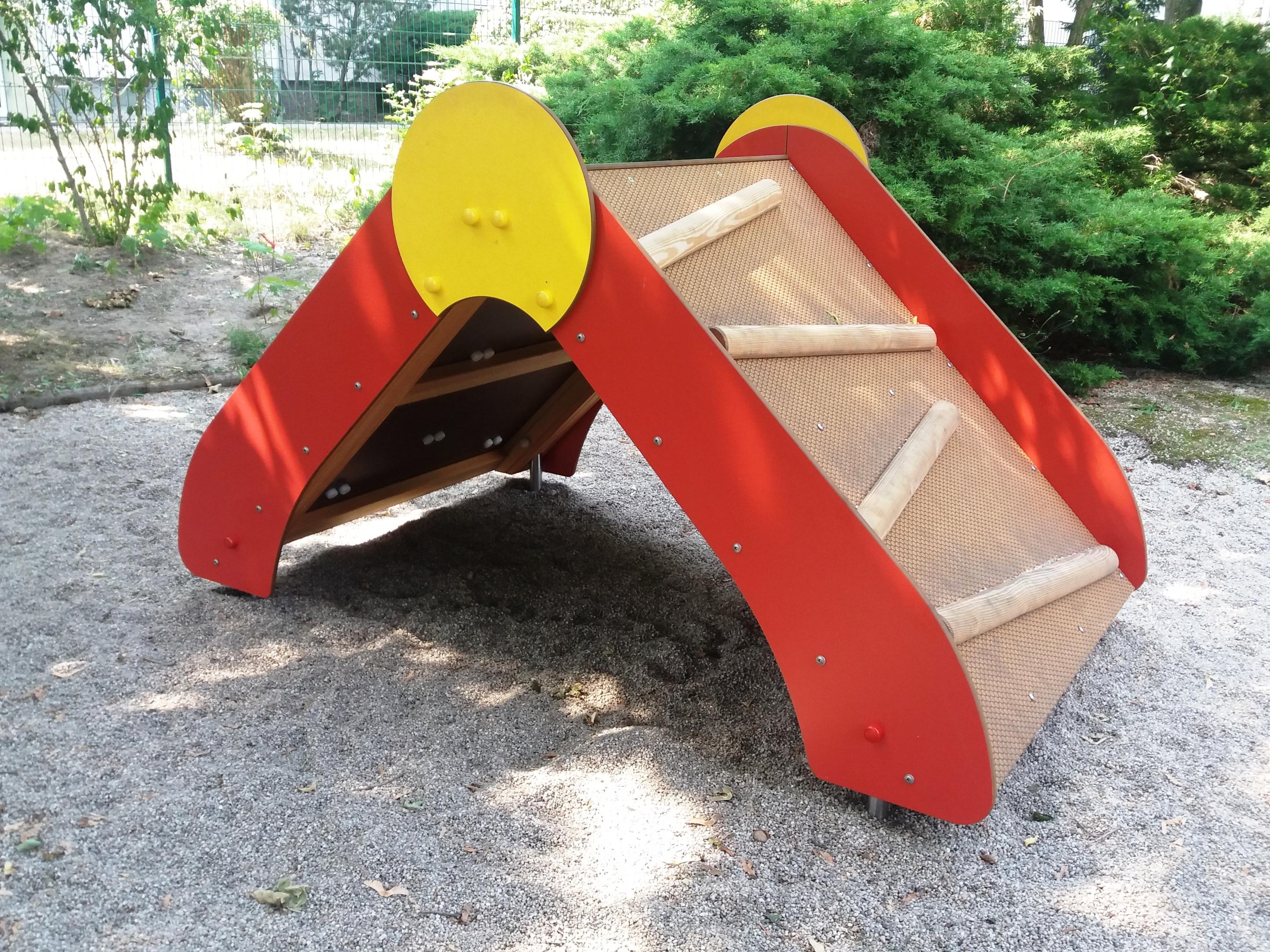 Spielhaus bekletterbar B-240